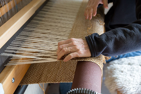 Robin Lynde weaving, photo by Paige Green